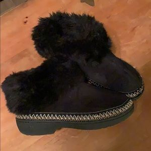 Isotoner black suede fur topped slipper booties